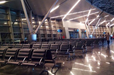 Пустой зал ожидания аэропорта