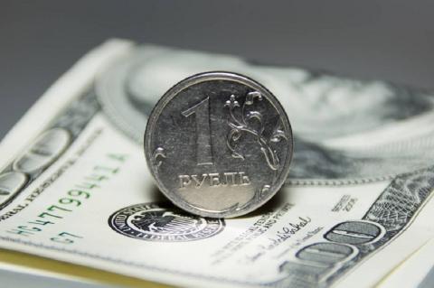 """Эксперт подсчитал """"честный"""" курс рубля без валютных операций Минфина"""