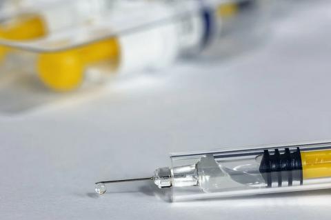 Шприц с вакциной