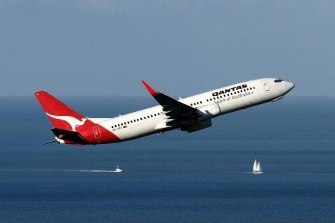 Boeing 737 компании Qantas в полете