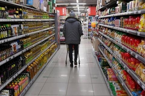 Продовольственные товары в магазине