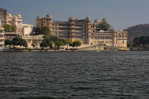 Индийский резервный банк запретил регулируемым организациям работать с криптовалютами