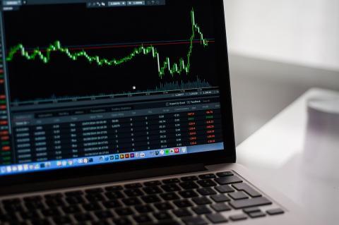 Курсы криптовалют корректируются после падения