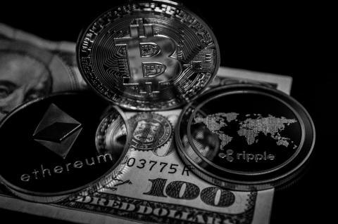 Глава Банка Англии призывает усилить контроль за «терпящими неудачу» криптовалютами